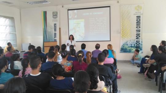 Realizamos talleres educativos  a estudiantes de medicina de la UC