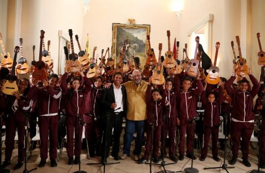 Recibimos la Navidad en Capitolio con niños de Carabobo Mi Cuatro y Yo