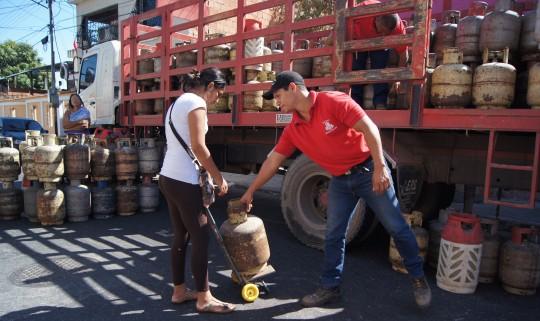 Beneficiamos a cuatro mil familias con venta de gas comunal en Miguel Peña