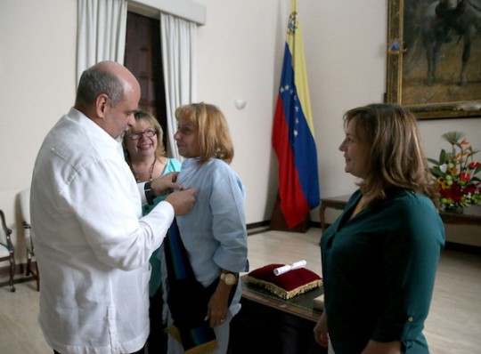 "Otorgamos ""Orden Sol de Carabobo"" a Cónsul de Cuba Ileana Olimpia Capote"