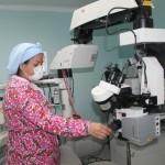 Dotamos a la CHET con equipo para cirugías en Oftalmología